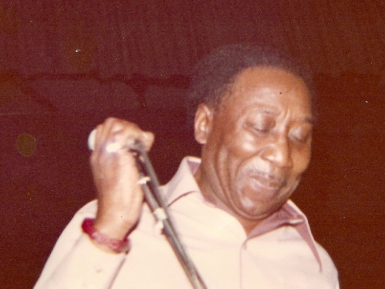 Muddy_Waters_performing_at_Bob_s_high_school